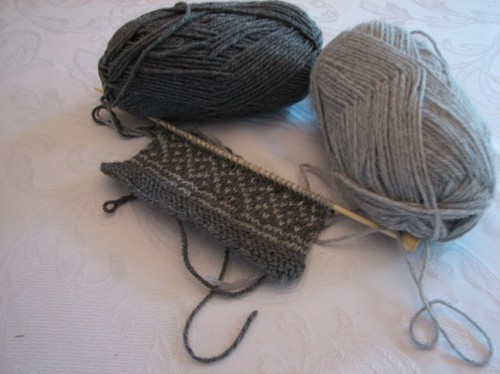 knitting - gray scarf.JPG